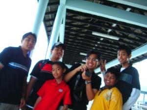 Angah,Azim,Along & Arif serta sepupu mereka Lop,Own